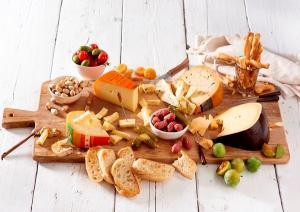 Käseplatte mit käse vom Bauernhof